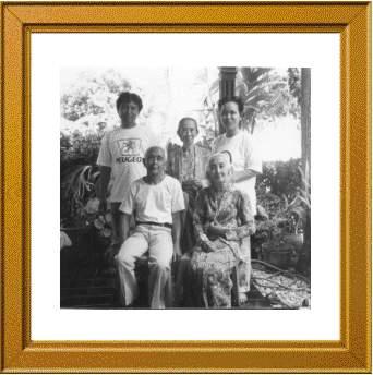 diantara mbah kakung-putri, eyang di Kebumen, mei 2001